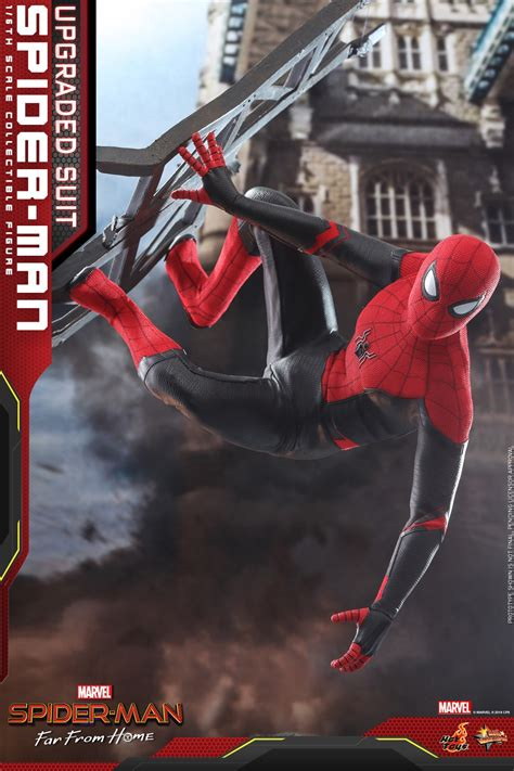 Hot Toys Upgraded Suit Spider-Man Far From Home Figure Up